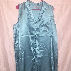 Valerie Stevens 🖤 satiny night gown Sz XL 🖤